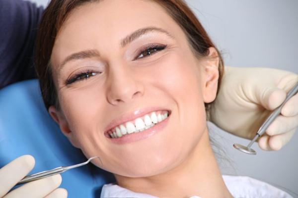 La importancia de reemplazar los dientes con implantes dentales
