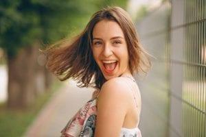 Carillas dentales de porcelana para mejorar tu sonrisa