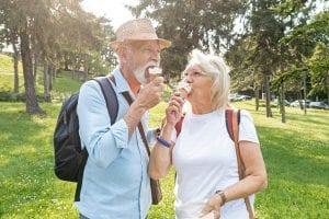 ¿Es difícil comer con dentadura postiza?