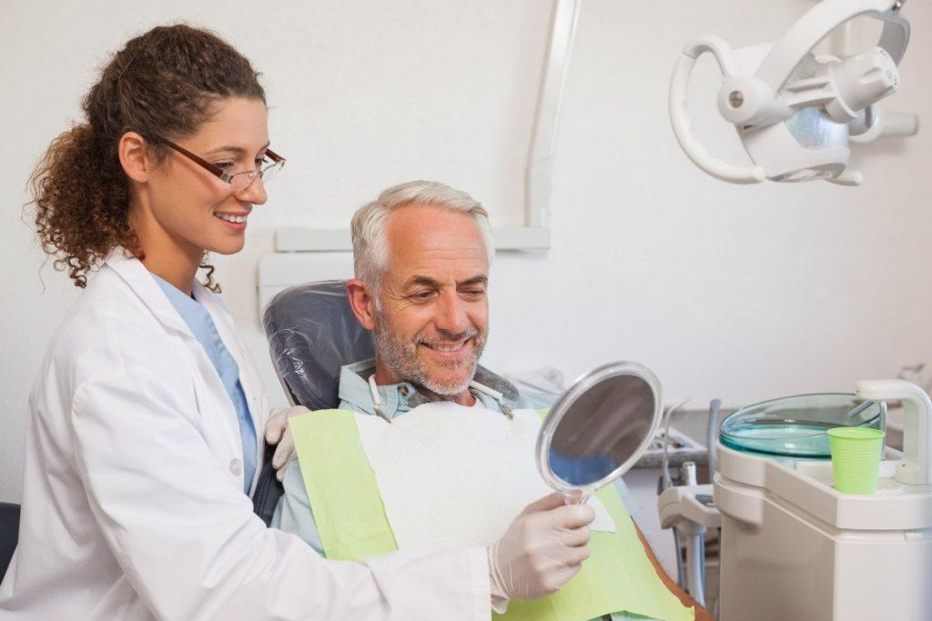 ¿En qué casos se recomiendan los implantes dentales?