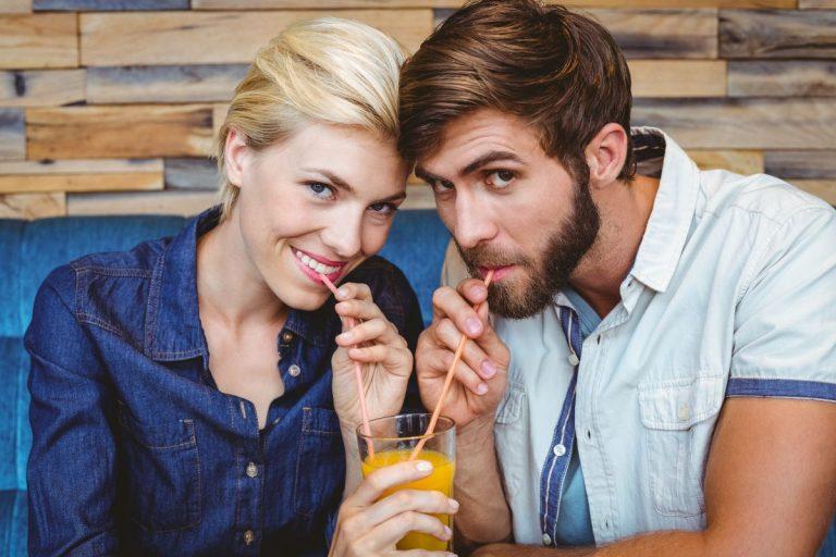 ¿Es buena idea compartir cepillo de dientes con tu pareja?